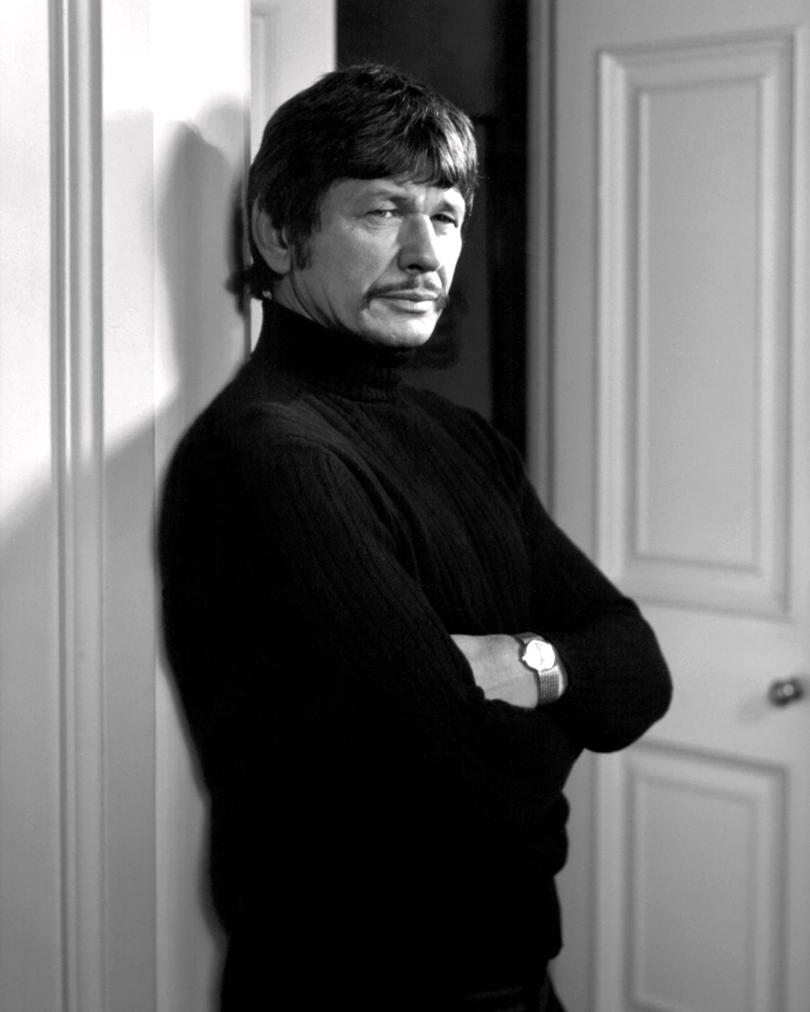 CHARLES BRONSON IN THE FILM 'THE MECHANIC' - 8X10 PUBLICITY PHOTO (ZY-217)