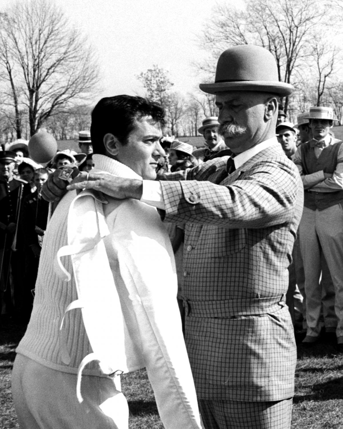TONY CURTIS AND KEENAN WYNN IN 'THE GREAT RACE' - 8X10 PUBLICITY PHOTO (EE-055)