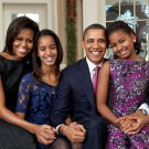 PRESIDENT BARACK OBAMA & FIRST LADY MICHELLE WITH DAUGHTERS 8X10 PHOTO (EE-070)