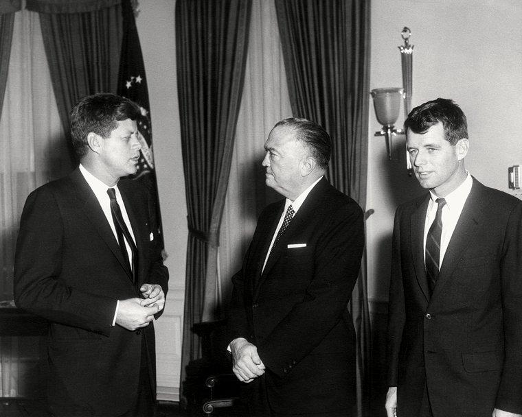 PRESIDENT JOHN F. KENNEDY MEETS w/ BOBBY & J. EDGAR HOOVER - 8X10 PHOTO (OP-018)