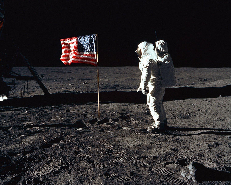 BUZZ ALDRIN SALUTES FLAG ON MOON APOLLO 11 ASTRONAUT - 8X10 NASA PHOTO (EP-320)