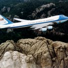 AIR FORCE ONE FLIES OVER MOUNT RUSHMORE - 8X10 PHOTO (EP-513)