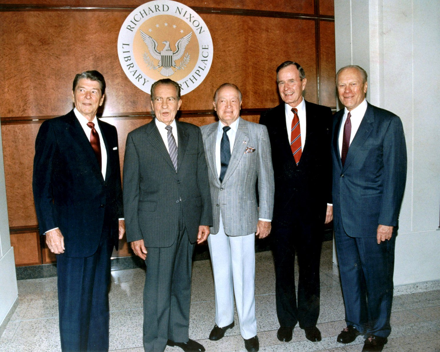 PRESIDENTS REAGAN, NIXON, BUSH & FORD WITH BOB HOPE 1990 - 8X10 PHOTO (EP-588)