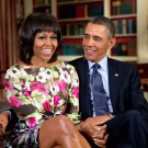 BARACK OBAMA & FIRST LADY MICHELLE IN WHITE HOUSE LIBRARY - 8X10 PHOTO (ZY-249)