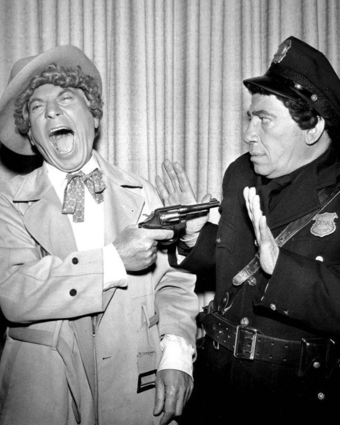 "HARPO & CHICO MARX IN ""GENERAL ELECTRIC THEATER"" - 8X10 PUBLICITY PHOTO (BB-629)"