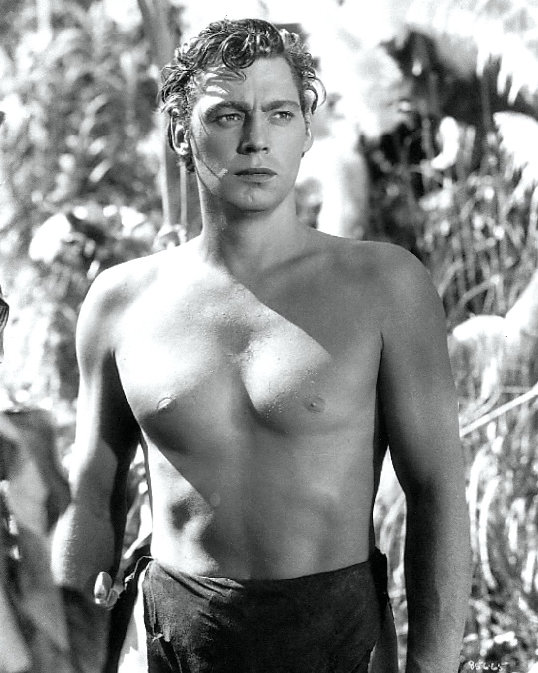 JOHNNY WEISSMULLER IN 'TARZAN ESCAPES' - 8X10 PUBLICITY PHOTO (AB-141)
