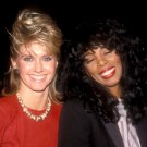 OLIVIA NEWTON-JOHN AND DONNA SUMMER IN 1983 - 8X10 PUBLICITY PHOTO (AB-148)