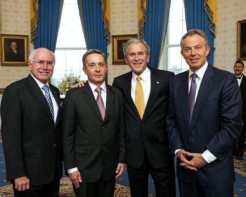 GEORGE W. BUSH & 2009 PRESIDENTITAL MEDAL OF FREEDOM WINNERS 8X10 PHOTO (BB-870)