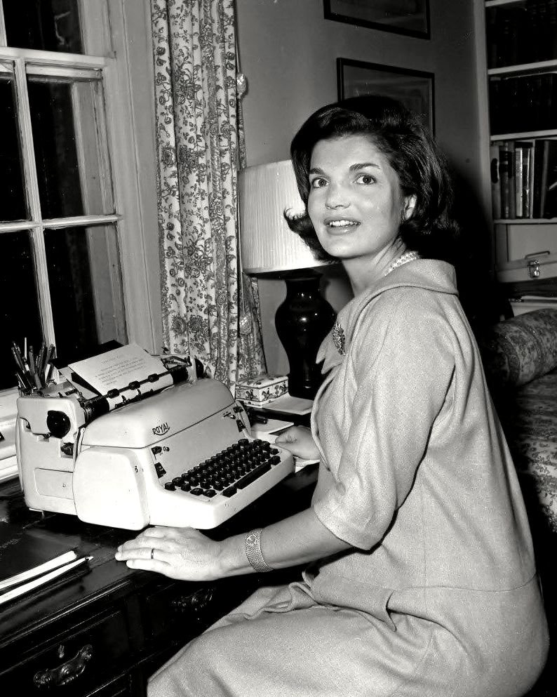 """JACQUELINE KENNEDY WRITING HER """"CANDIDATE'S WIFE"""" COLUMN - 8X10 PHOTO (ZZ-596)"""