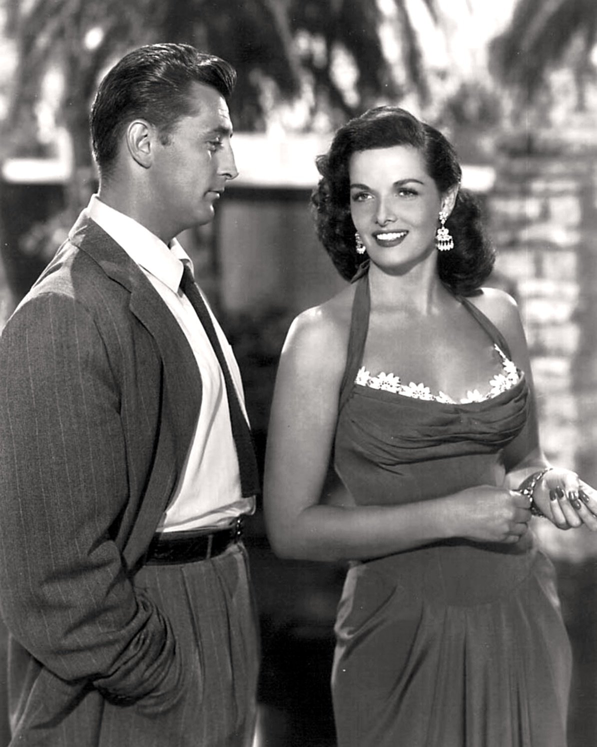 """ROBERT MITCHUM & JANE RUSSELL """"HIS KIND OF WOMAN"""" 8X10 PUBLICITY PHOTO (EE-125)"""