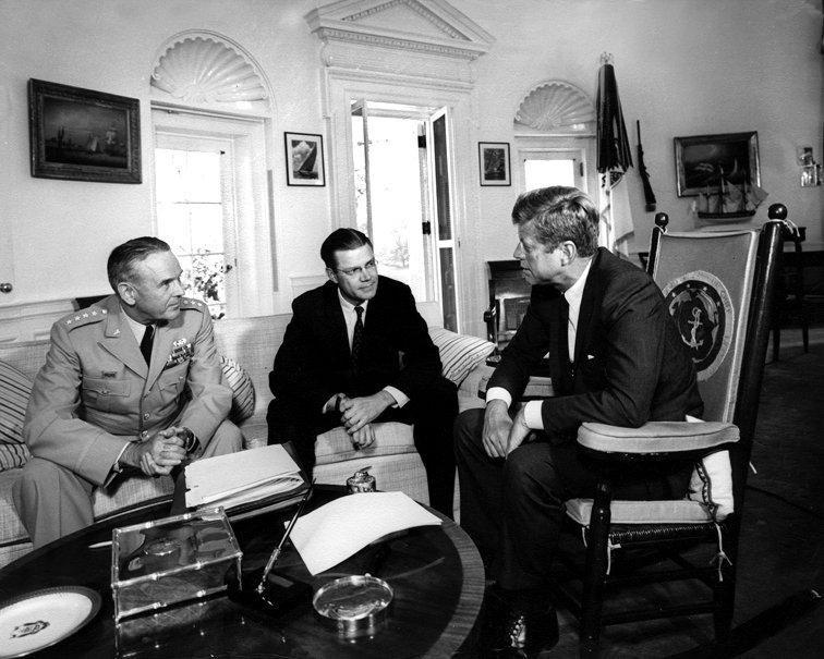 PRESIDENT JOHN F KENNEDY MEETS w/ ROBERT McNAMARA & GENERAL MAXWELL TAYLOR 8X10 PHOTO (ZY-252)