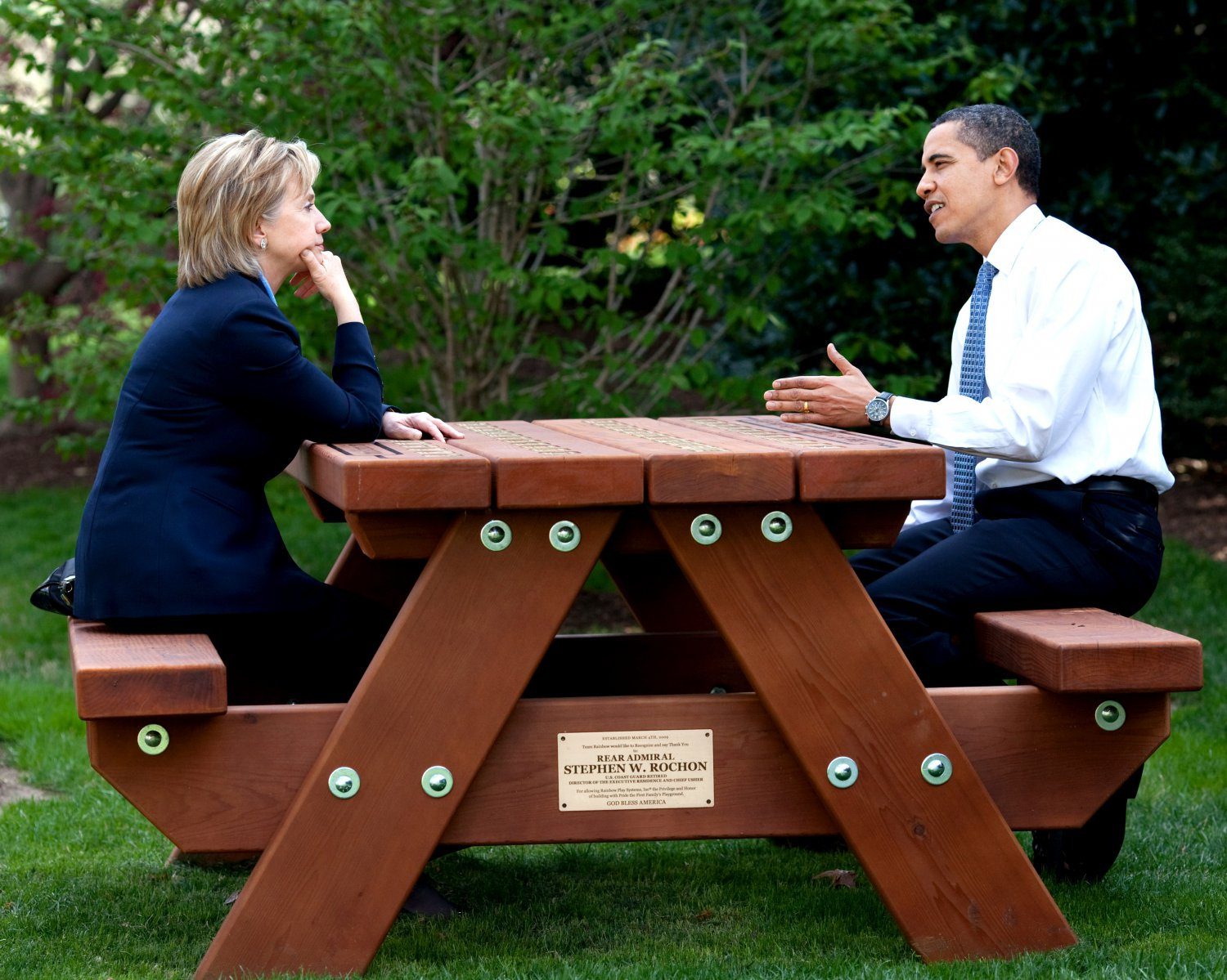 PRESIDENT BARACK OBAMA AND HILLARY CLINTON IN 2009 - 8X10 PHOTO (ZY-256)