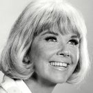 DORIS DAY FILM AND TELEVISION ACTRESS - 8X10 PUBLICITY PHOTO (EE-131)