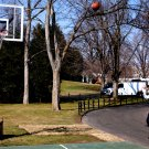 PRESIDENT BARACK OBAMA SHOOTS BASKETBALL ON SOUTH LAWN COURT 8X10 PHOTO (BB-087)