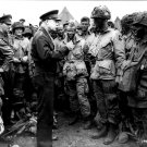 GENERAL EISENHOWER SPEAKS WITH PARATROOPERS BEFORE D-DAY - 8X10 PHOTO (ZZ-002)