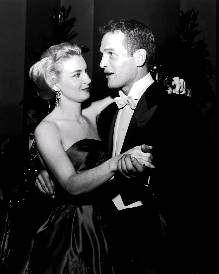 PAUL NEWMAN AND JOANNE WOODWARD - 8X10 PUBLICITY PHOTO (ZZ-010)
