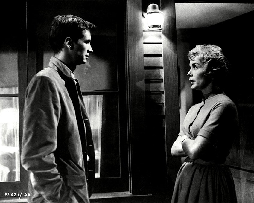 ANTHONY PERKINS & JANET LEIGH IN THE FILM 'PSYCHO' 8X10 PUBLICITY PHOTO (ZZ-300)
