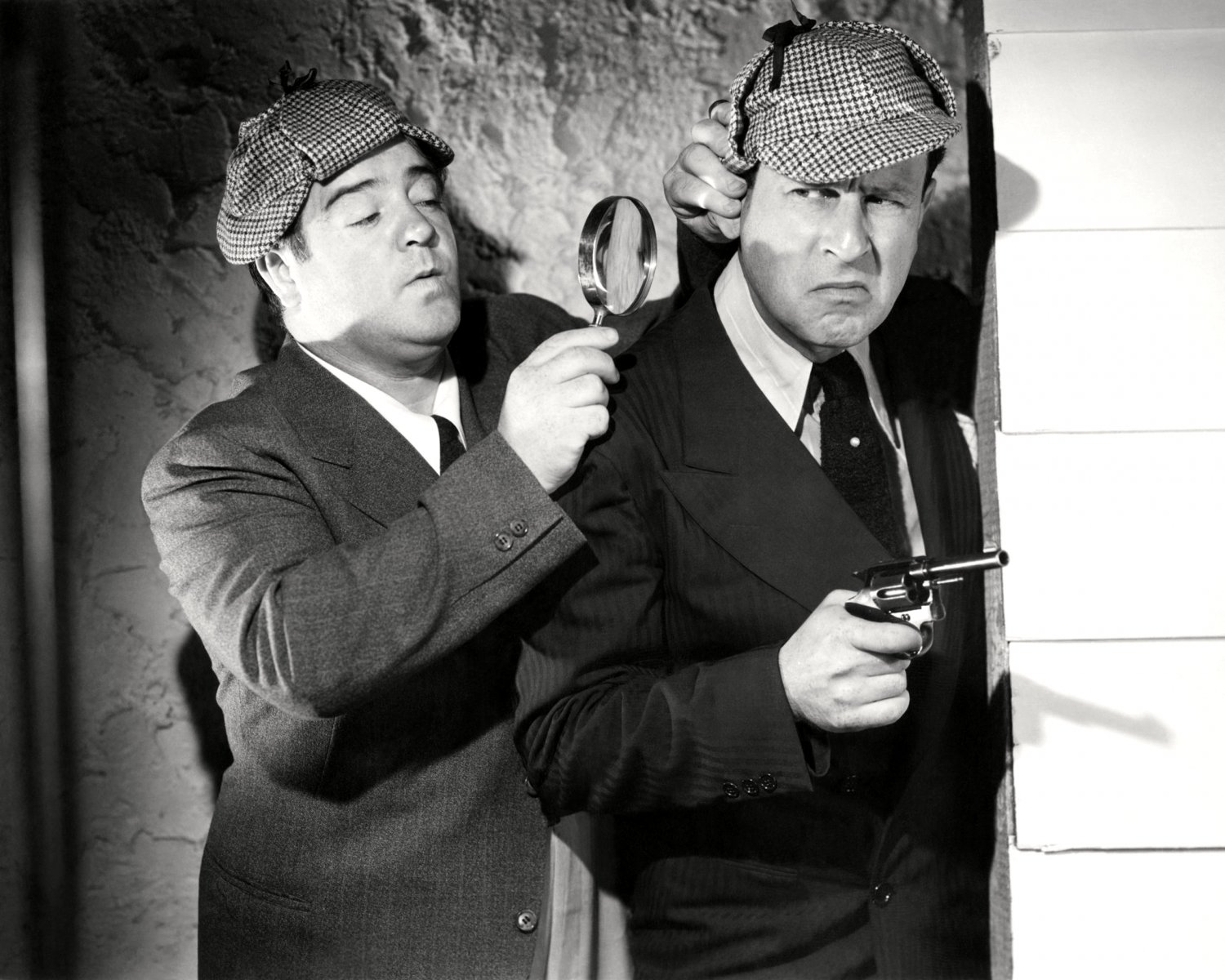 """BUD ABBOTT AND LOU COSTELLO IN THE 1942 FILM """"WHO DONE IT? - 8X10 PHOTO (CC-147)"""