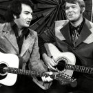 NEIL DIAMOND AND GLEN CAMPBELL IN 1971 - 8X10 PUBLICITY PHOTO (DA-743)