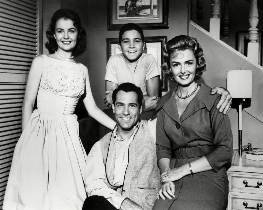 """1960 CAST FROM TV SERIES """"THE DONNA REED SHOW"""" - 8X10 PUBLICTY PHOTO (DA-744)"""