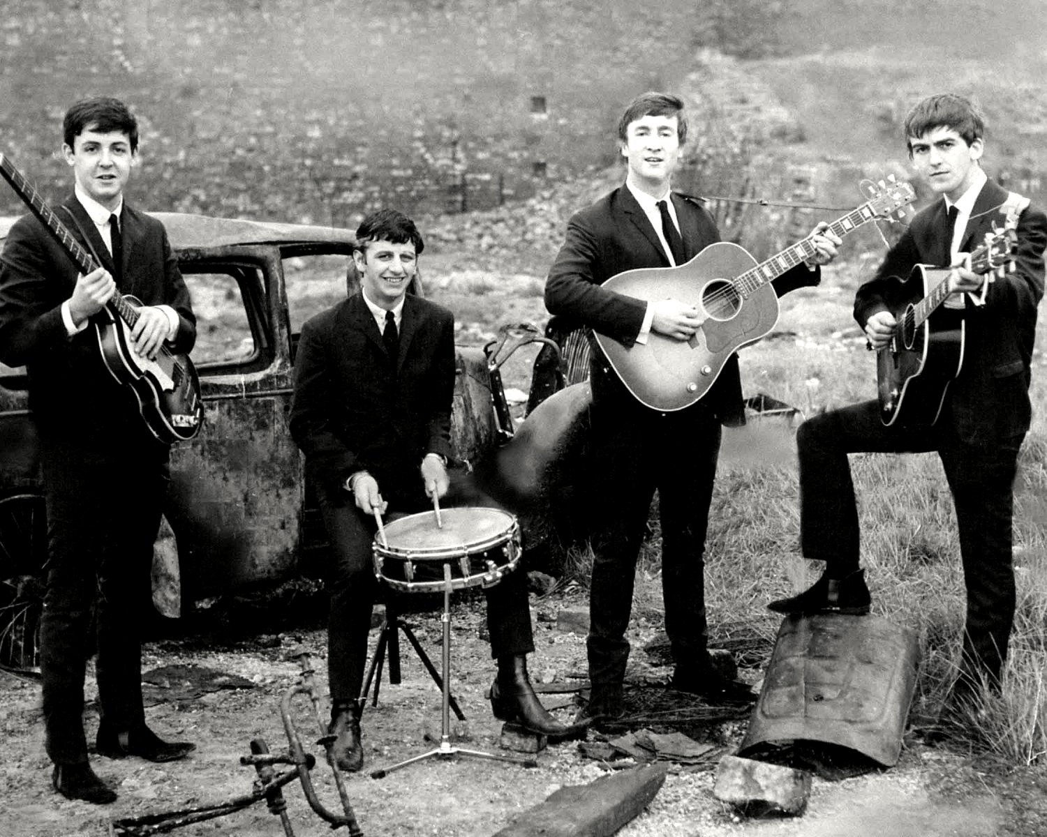 THE BEATLES PAUL McCARTNEY JOHN LENNON GEORGE HARRISON RINGO STARR - 8X10 PHOTO (ZZ-012)
