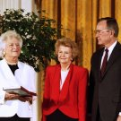 BETTY FORD GETS PRESIDENTIAL MEDAL OF FREEDOM w/ GEORGE BUSH 8X10 PHOTO (BB-116)