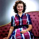 SHIRLEY TEMPLE LEGENDARY FILM ACTRESS - 8X10 PUBLICITY PHOTO (DA-050)