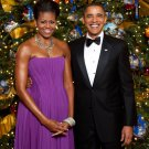 BARACK OBAMA & MICHELLE FRONT OF WHITE HOUSE CHRISTMAS TREE 8X10 PHOTO (ZZ-651)