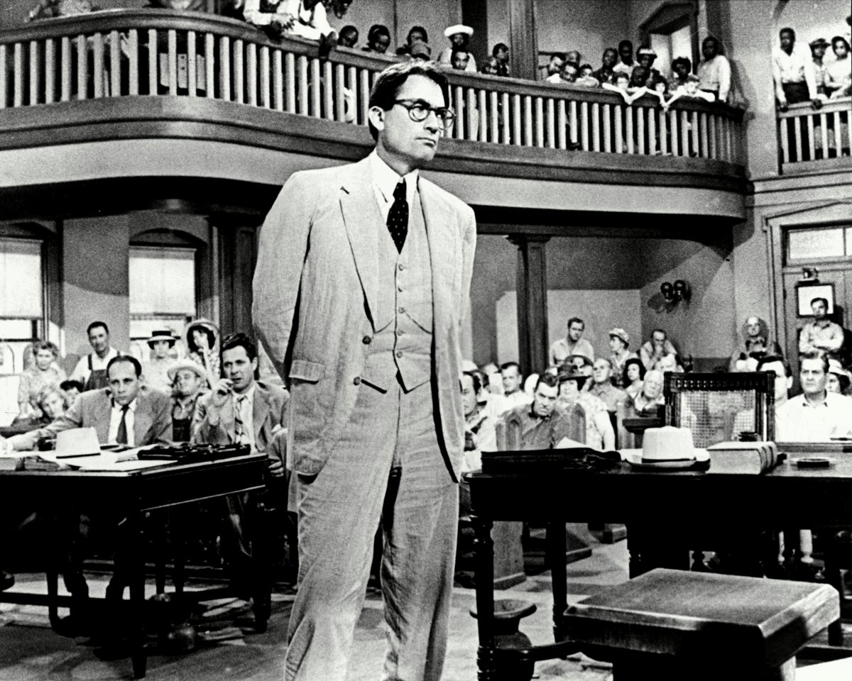 GREGORY PECK IN THE FILM 'TO KILL A MOCKINGBIRD' - 8X10 PUBLICITY PHOTO (BB-776)