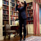 PRESIDENT BARACK OBAMA FEIGNS JUMP SHOT DURING VIDEO TAPING 8X10 PHOTO (DD-172)