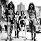 "LEGENDARY ROCK BAND ""KISS"" - 8X10 PUBLICITY PHOTO (DD-036)"