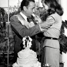 LAUREN BACALL FEEDS PIECE OF WEDDING CAKE TO HUMPHREY BOGART 8X10 PHOTO (EE-157)