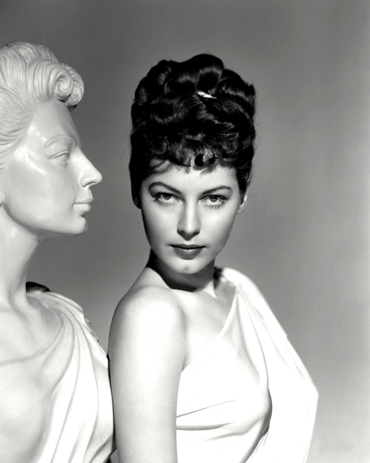 """AVA GARDNER IN THE FILM """"ONE TOUCH OF VENUS"""" - 8X10 PUBLICITY PHOTO (NN-180)"""