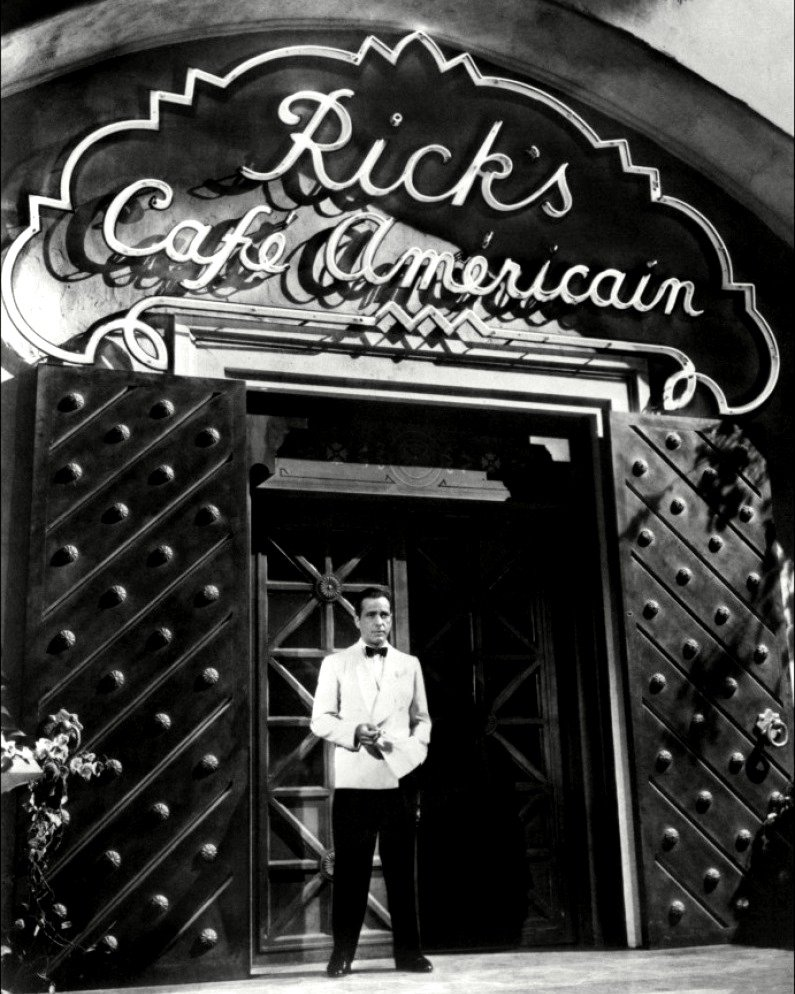 HUMPHREY BOGART AS RICK BLAINE IN 'CASABLANCA' - 8X10 PUBLICITY PHOTO (DA-499)