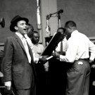 ENTERTAINER FRANK SINATRA IN RECORDING STUDIO - 8X10 PUBLICITY PHOTO (EP-776)