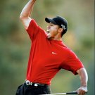GOLFER TIGER WOODS - 8X10 SPORTS PHOTO (AZ129)