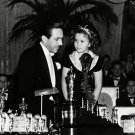 "SHIRLEY TEMPLE w/ WALT DISNEY ""SNOW WHITE"" ANIMATION OSCAR - 8X10 PHOTO (DA-063)"