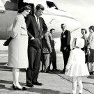 SENATOR JOHN F. KENNEDY, JACQUELINE & CAROLINE OCTOBER 1960 8X10 PHOTO (ZY-309)
