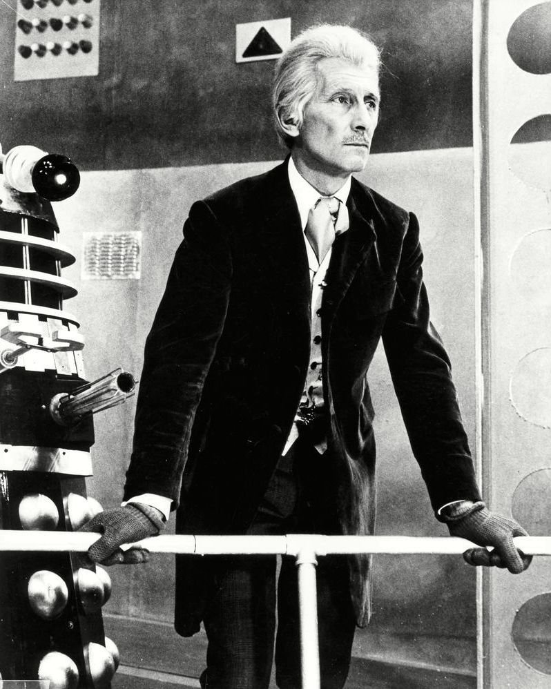 """PETER CUSHING IN THE FILM """"DR. WHO AND THE DALEKS"""" 8X10 PUBLICITY PHOTO (AZ166)"""