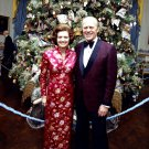 PRESIDENT GERALD R FORD & BETTY IN FRONT OF CHRISTMAS TREE - 8X10 PHOTO (BB-143)