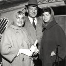 GARY COOPER WITH WIFE SANDRA SHAW AND DAUGHTER MARIA IN 1961 8X10 PHOTO (AZ177)