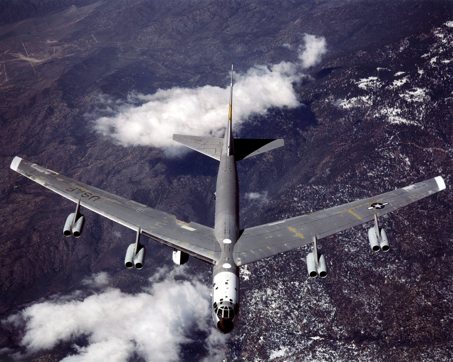 B-52 MOTHERSHIP (TAIL NUMBER 008) IN FLIGHT- 8X10 NASA PHOTO (EP-062)