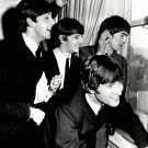 THE BEATLES LOOK OUT A WINDOW AT THE PLAZA HOTEL IN NEW YORK 8X10 PHOTO (ZZ-045)