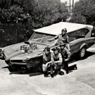THE MONKEES STAND NEXT TO 'THE MONKEEMOBILE' - 8X10 PUBLICITY PHOTO (DA-513)