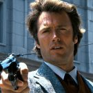 "CLINT EASTWOOD BRANDISHING HIS .44 MAGNUM IN ""DIRTY HARRY"" - 8X10 PHOTO (ZY-325)"
