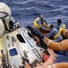 APOLLO 12 CREW IN RAFT FOLLOWING SPLASHDOWN - 8X10 NASA PHOTO (ZZ-453)