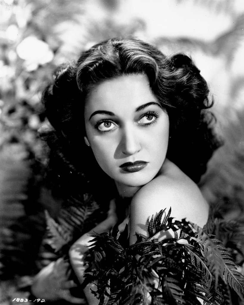 ACTRESS DOROTHY LAMOUR - 8X10 PUBLICITY PHOTO (BB-153)