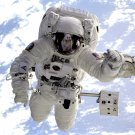 ASTRONAUT MICHAEL GERNHARDT ON SPACEWALK DURING STS-69 - 8X10 NASA PHOTO (AA-161)
