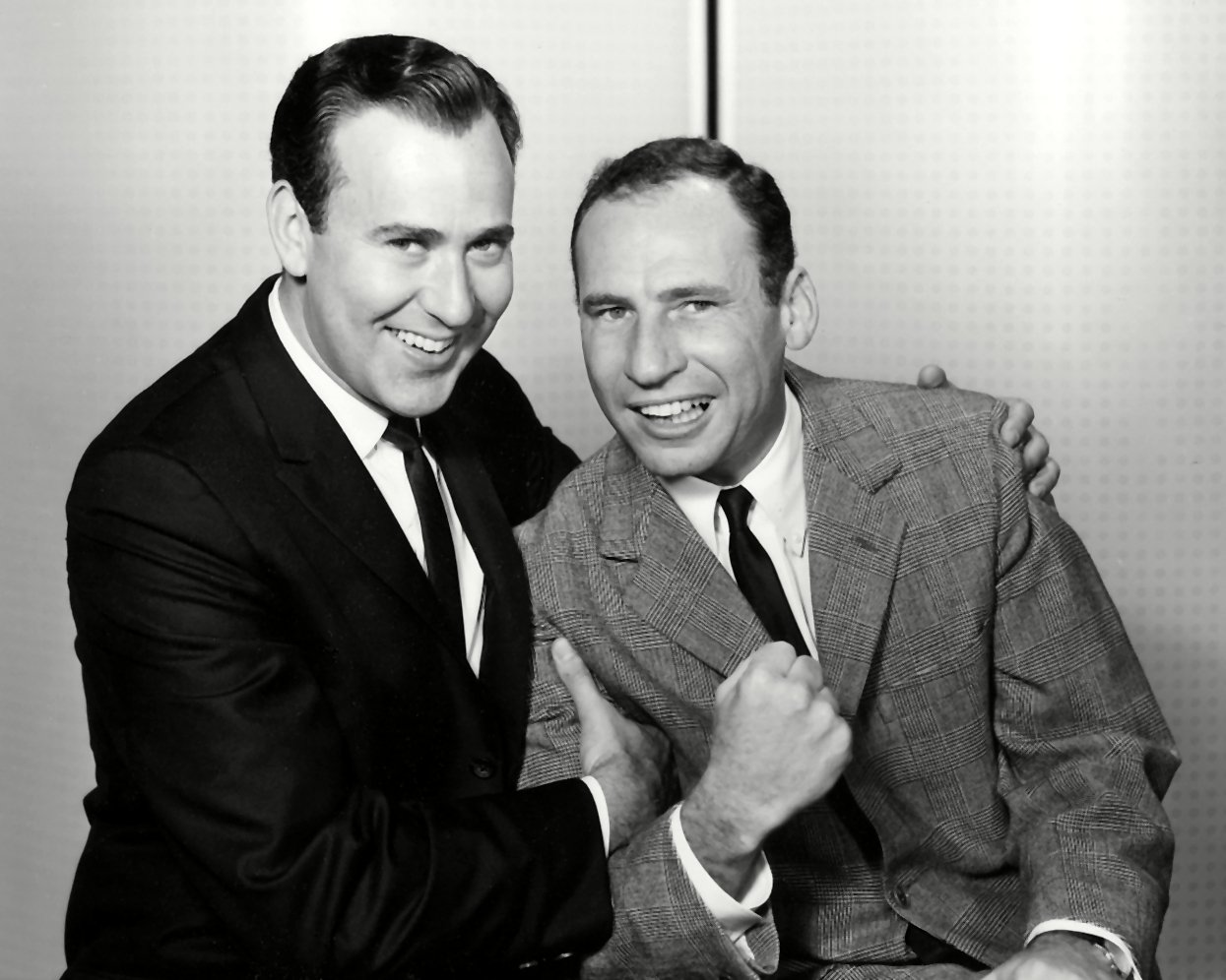 CARL REINER & MEL BROOKS LEGENDARY COMIC ACTORS & WRITERS - 8X10 PHOTO (AA-332)