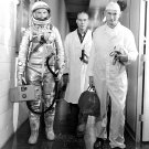 ASTRONAUT JOHN GLENN PRIOR TO FRIENDSHIP 7 LAUNCH - 8X10 NASA PHOTO (EP-084)